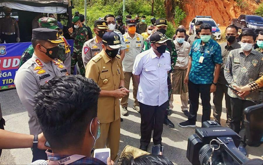 Tinjau Pos Perbatasan Mudik Riau-Sumbar, Gubri: Larangan Mudik Berjalan Aman dan Lancar